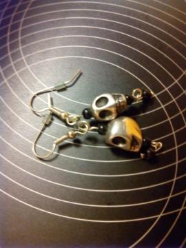 Pendientes de calavera metalico