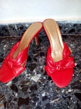Sandalia roja. Nueva. 38