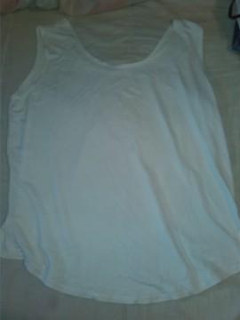 camiseta blanca ancha
