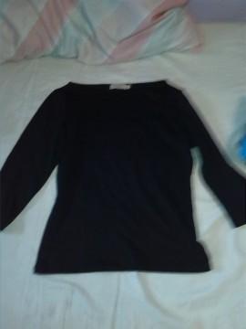 camiseta negra media manga