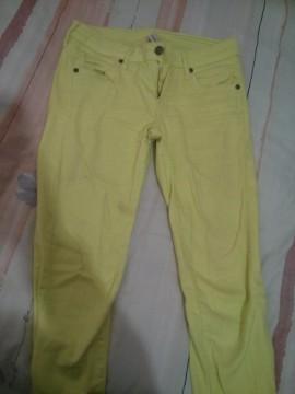 Pantalón amarillo fosforito