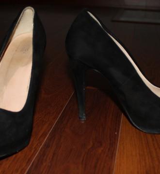 Zapatos tacón negro Benetton