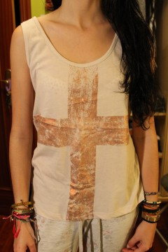 Camiseta cruz beis