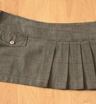 falda gris cuadritos