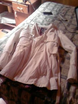 Abrigo cortaviento blanco