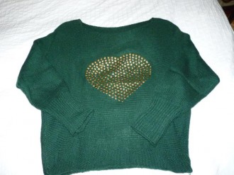 Jersey verde con tachuelas doradas