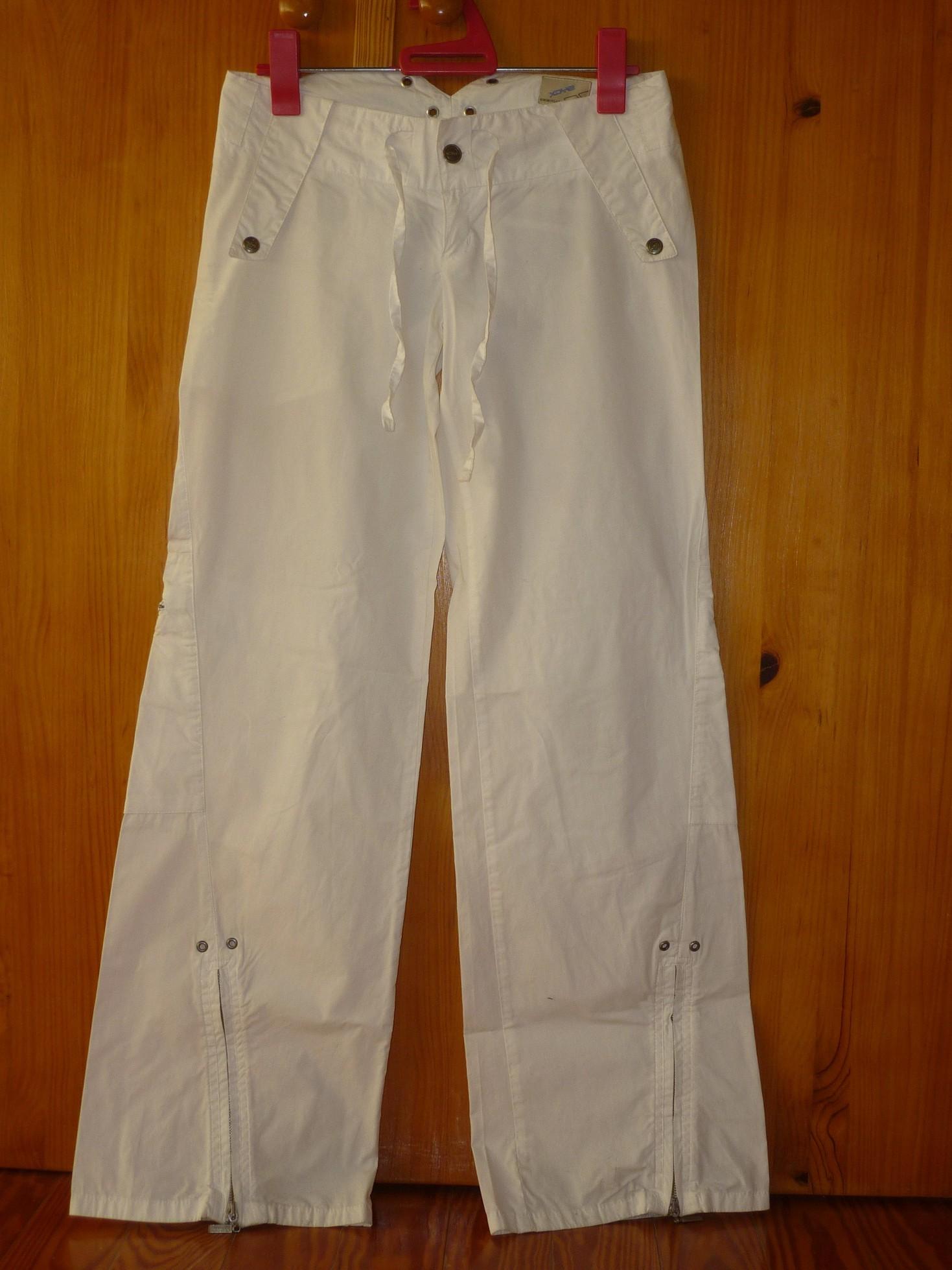 Pantalón blanco Pull & Bear. Talla 36