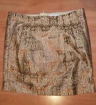 Falda brocada dorada