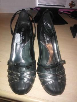 Zapatos negros con plateado, cuña. nº 37.