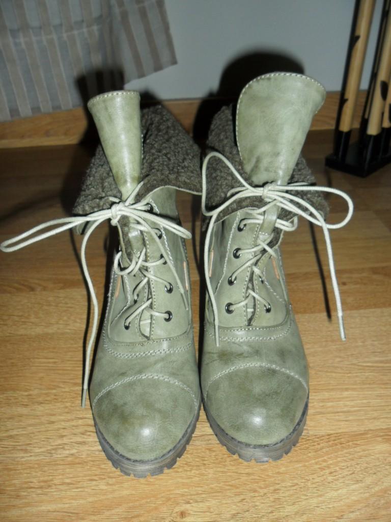 Botas con cordones