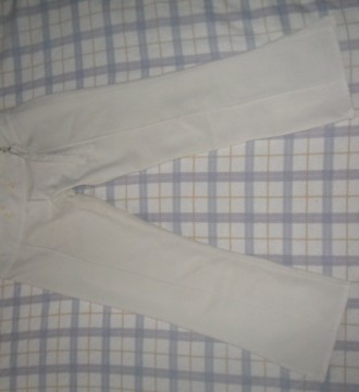 PANTALON PIRATA EN COLOR BLANCO - Foto 1