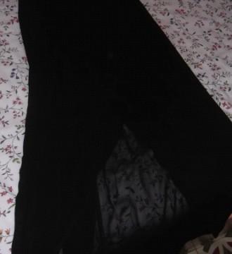 Vestido negro largo transparencias en las piernas