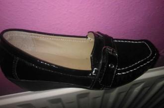 Zapato cuña imitación piel cocodrilo.Negro. Nº 36.