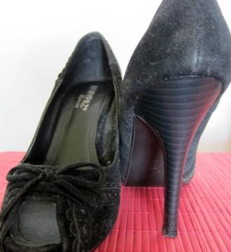 Zapatos negros de la firma MaryPaz con tacon alto