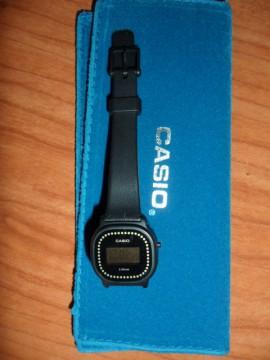Reloj  de Casio pequeñito con etiqueta
