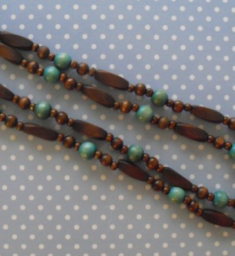 Collar de madera largo