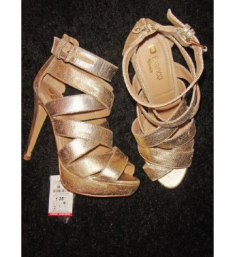 Zapato sandalia dorada de Blanco