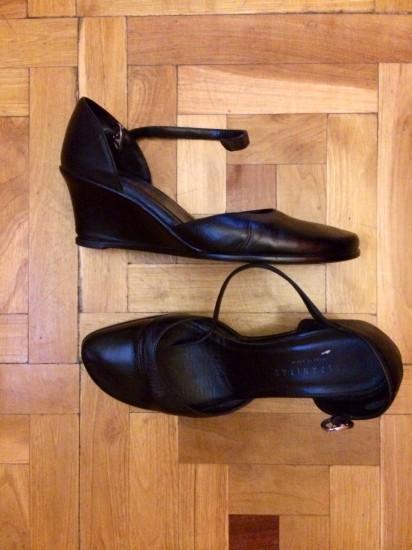 Zapatos 37. Hispanitas de cuña negros como nuevos