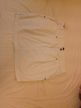 Falda blanca de Mango
