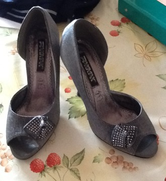 Zapatos de fiesta color gris