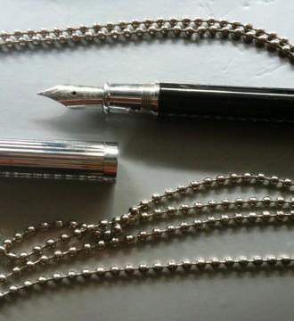Colgante con mini-pluma estilográfica vintage