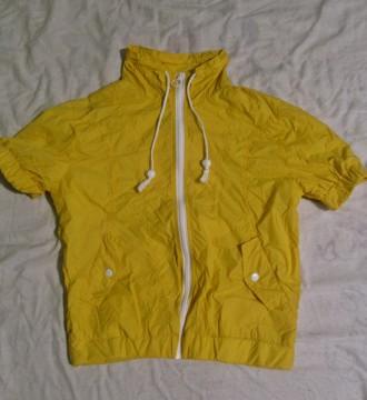 Chubasquero amarillo de manga corta