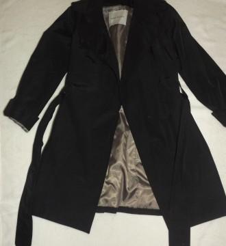 Trench Zara color negro XS