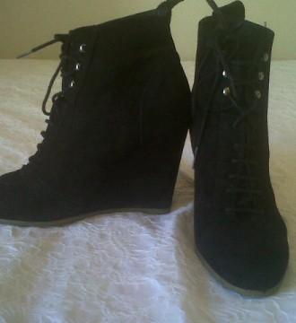 zapatos de ante negro con plataforma