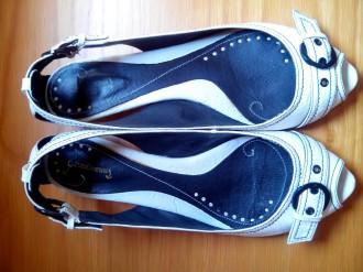 Zapatos blancos de piel