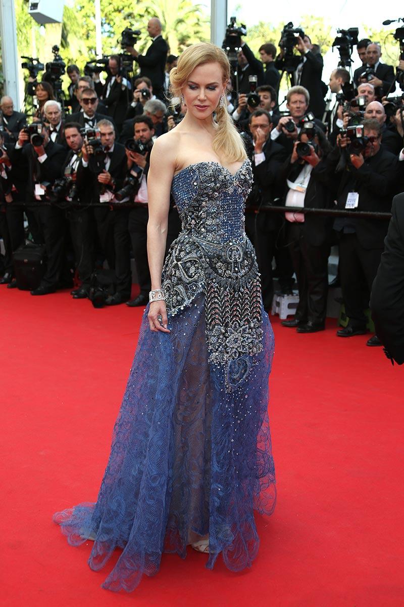 Nicole Kidman, una de las grandes protagonistas del Festival, inauguraba de la mano de este Giorgio Armani Privé la alfombra más roja del cine.