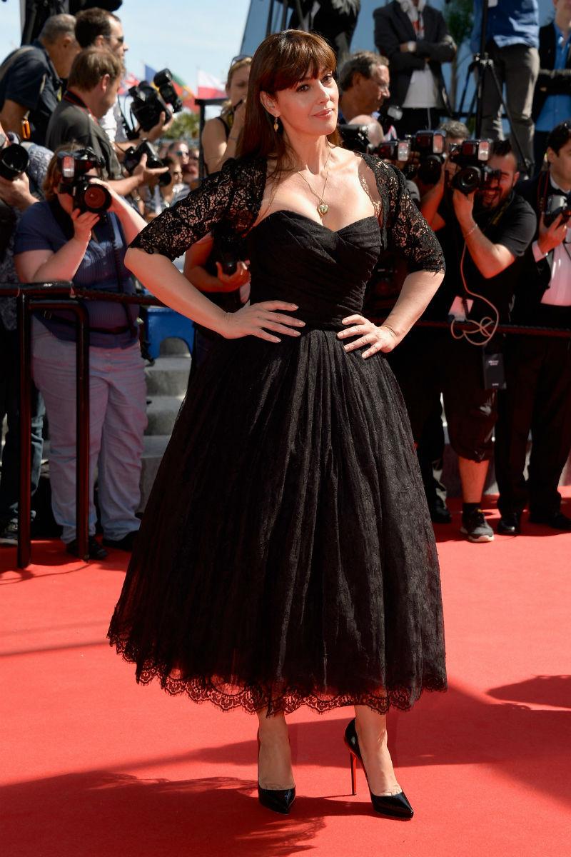Monica Bellucci destiló glamour old school con este diseño de Dolce & Gabbana.