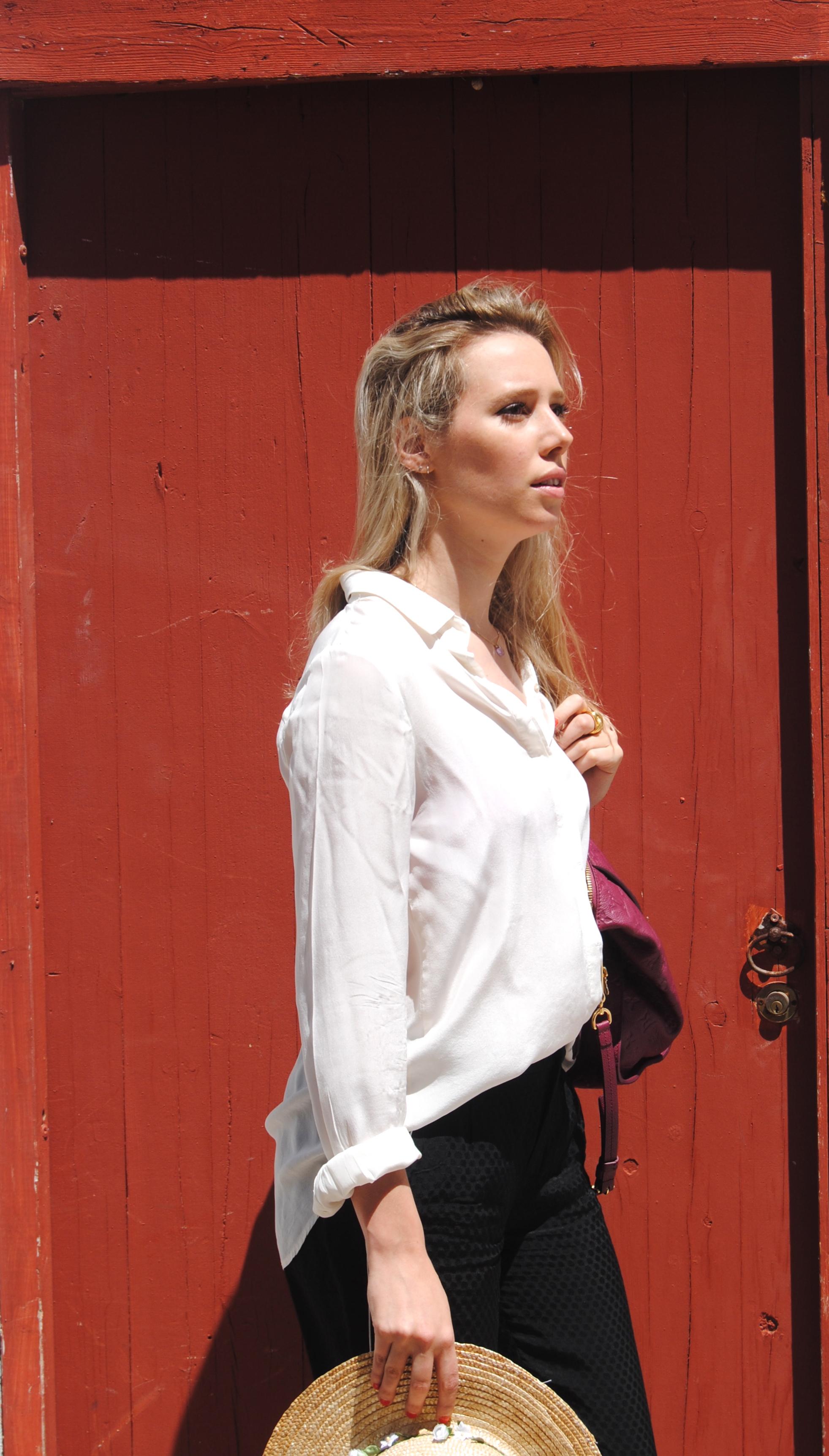Camisa, pantalones y sandalias: Zara; Bolso: Louis Vuitton; Sombrero: ASOS