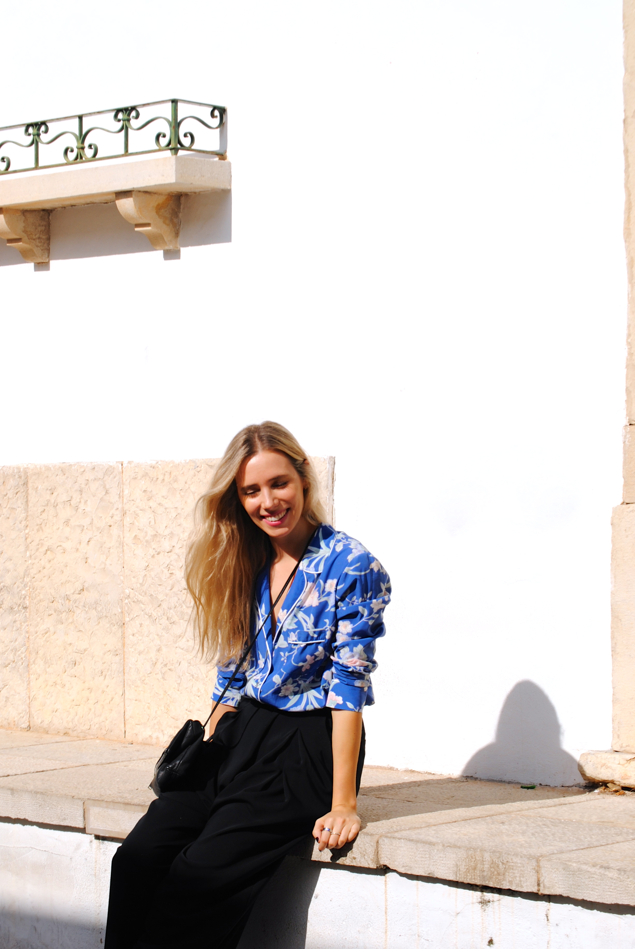 Camisa: Women Secret; Pantalones: H&M; Sandalias: Zara; Bolso: COS