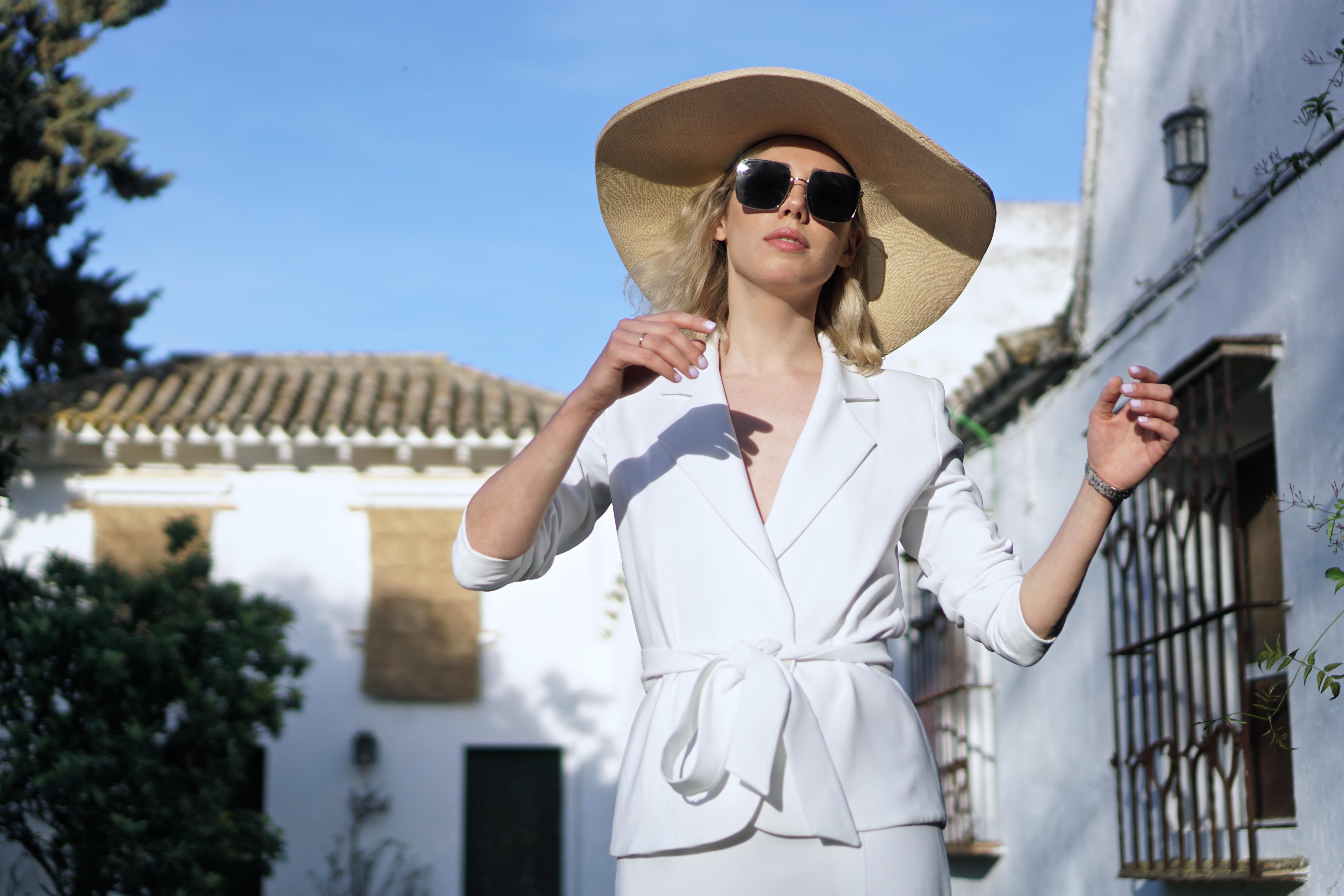 The white suit-4417-lulufigueroa