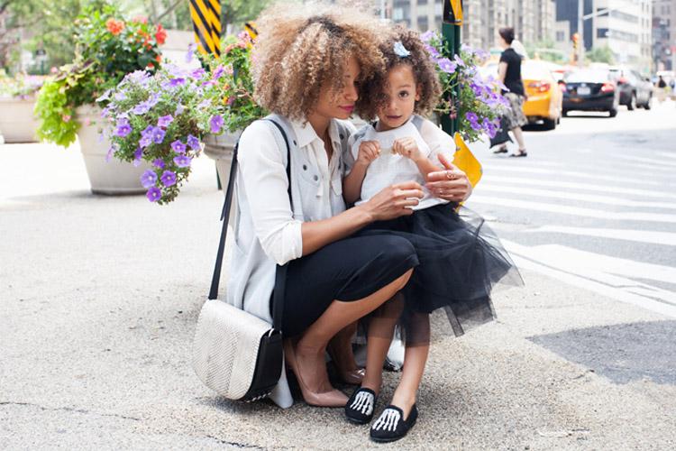Madre e hija compartiendo estilo-664-asos