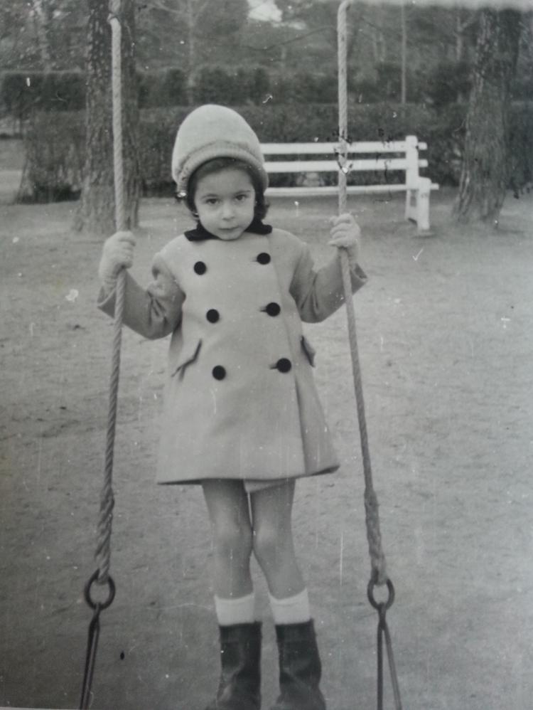 abrigo-nina-anos-50