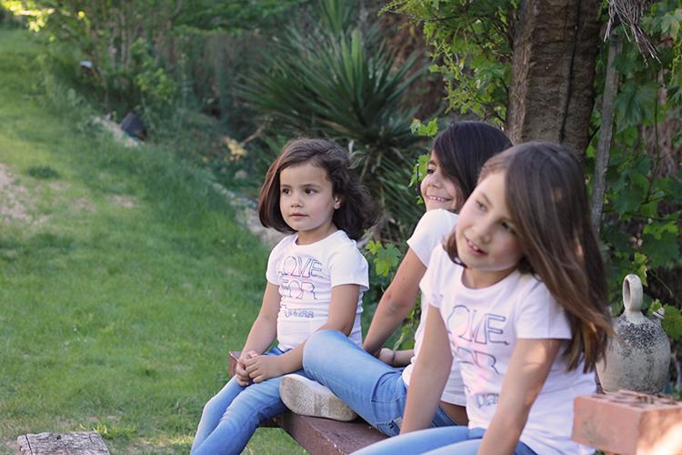 guess-camisetas-ninas-looks-mamatrendy