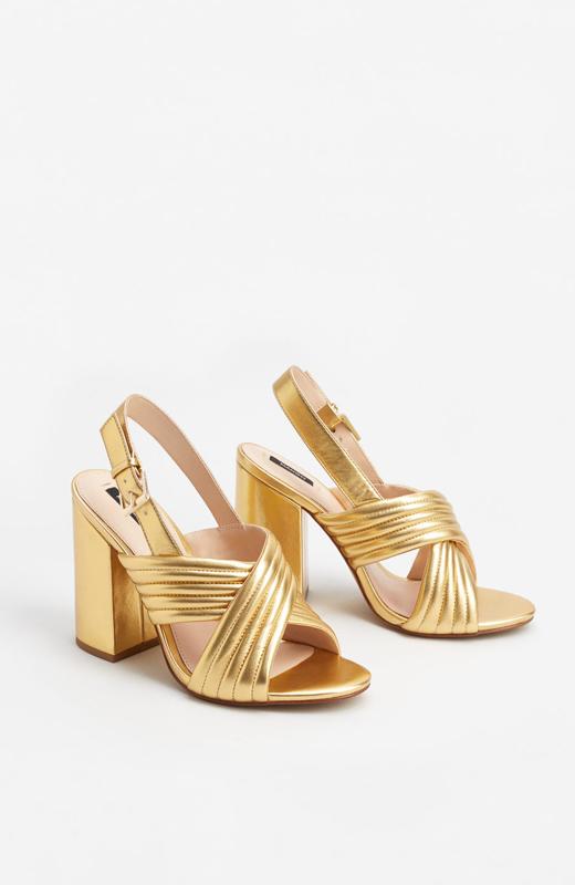 zapatos_fiesta_mango-sandalias_doradas-2