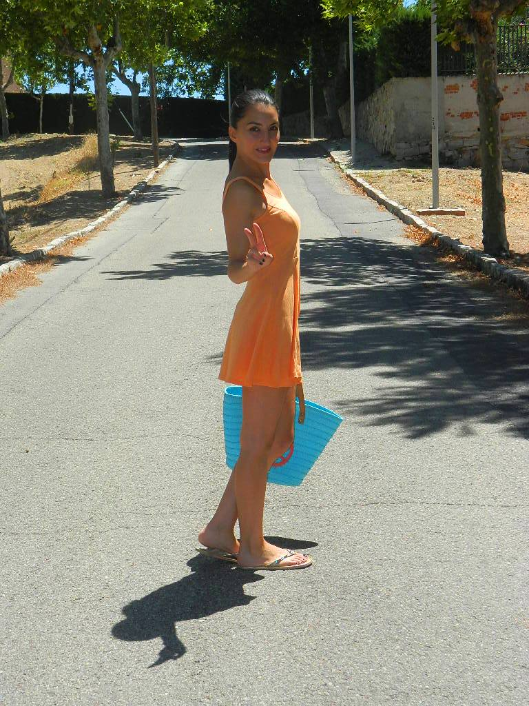 Vestido y chanclas / dress and flip flop: H&M Capazo / carrycot: Primark (New)