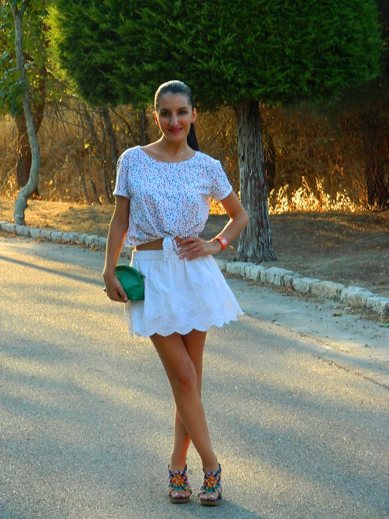 Top: Suiteblanco Falda / skirt: Esfera Sandalias / sandals: H&M Clutch: Tienda local / local store Reloj / watch: Casio