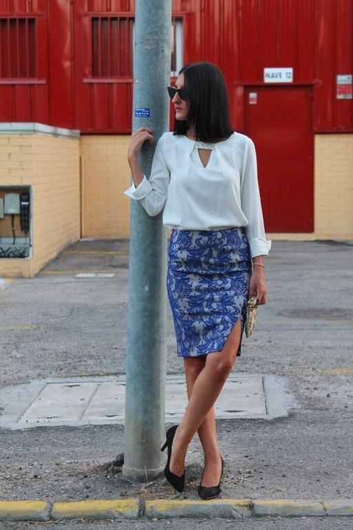 Camisa / shirt: Esfera Falda / skirt: Suiteblanco Stilettos: Suiteblanco Bolso / bag: Massimo dutti Gafas de sol / sunglasses: Ray-ban Pulsera / bracelet: tienda local - local store