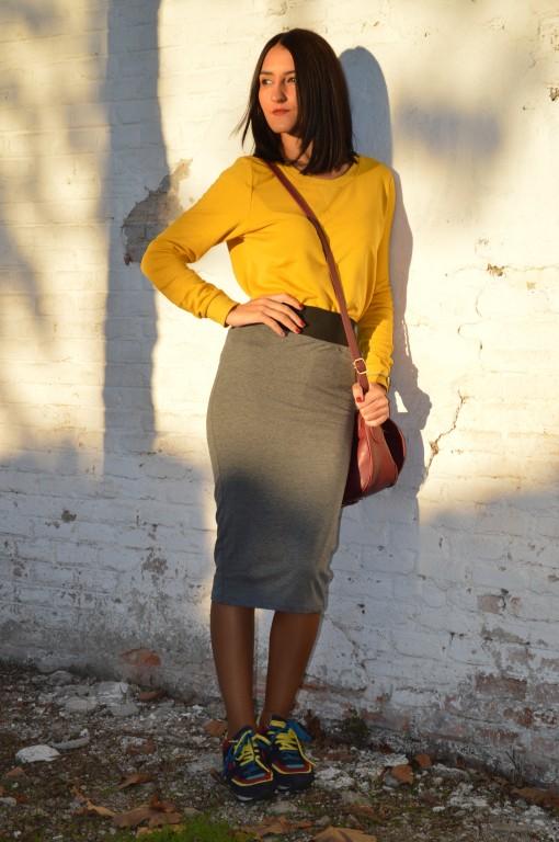 Sudadera / sweatshirt / H&M Falda / skirt: Stradivarius (new) Sneakers: Zara Bolso / bag: Bershka Reloj / watch: Sfera Colgante / necklace: Bershka Esmalte de uñas / nail polish: KiKo