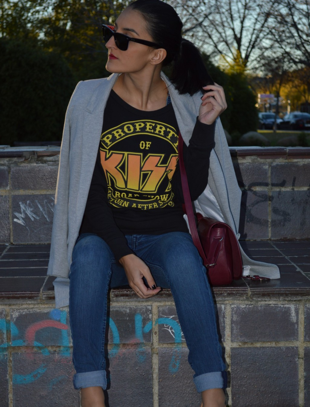 Sudadera / sweatshirt: H&M Jeans: H&M Blazer: Stradivarius Stilettos: Zara Bolso / bag: Bershka Anillos: rings: H&M Esmalte de uñas / nail polish: KiKo