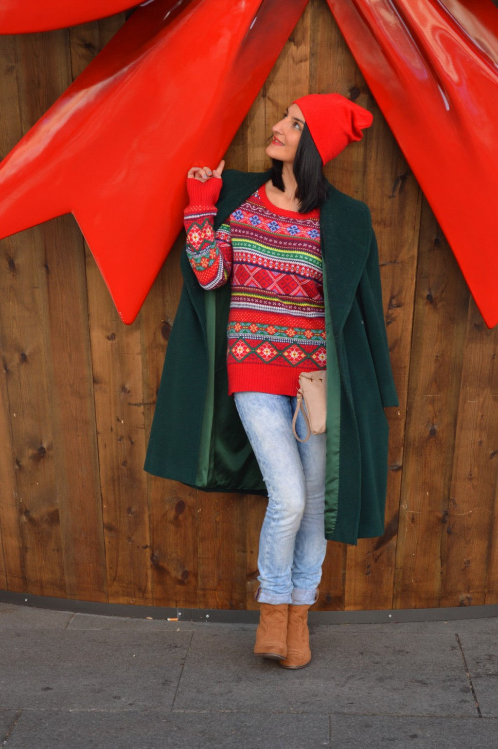 Abrigo / coat: Vintage Jersey: H&M (New) Gorro / beanie: H&M Jens: Salsa jeans Botines / booties: Bershka Clutch: Suiteblanco
