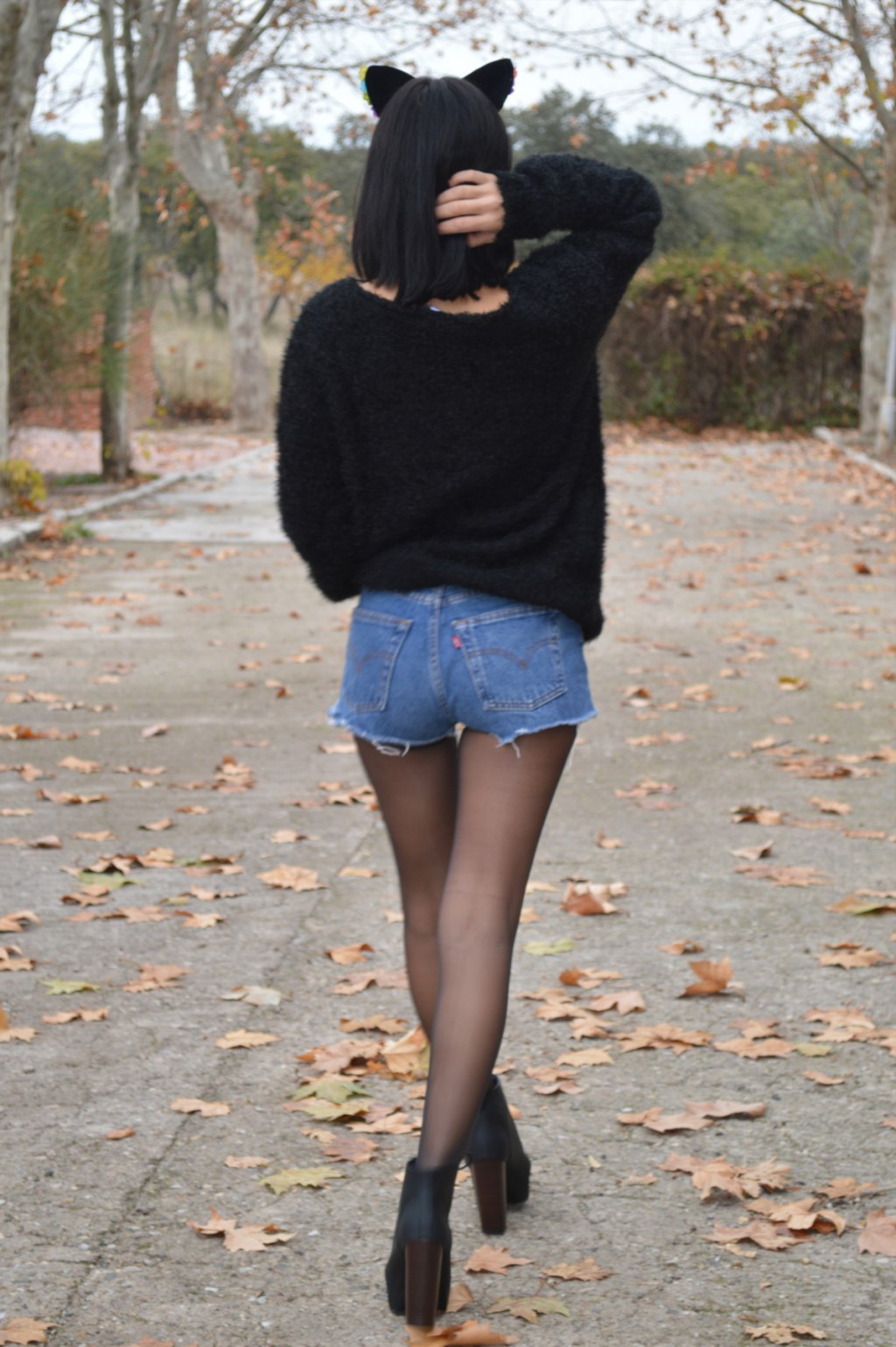 Jersey: H&M (New) Shorts: Levi´s vintage by The the Botas / boots: H&M (New) Diadema / diadem: H&M Medias / tights: Calzedonia