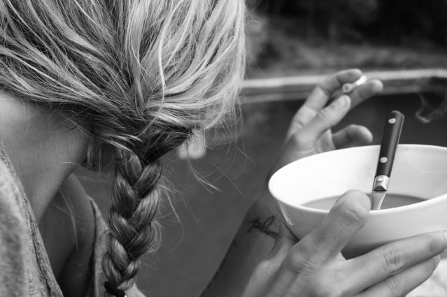 bampw-black-and-white-blonde-braid-cigarette-girl-Favim.com-77188