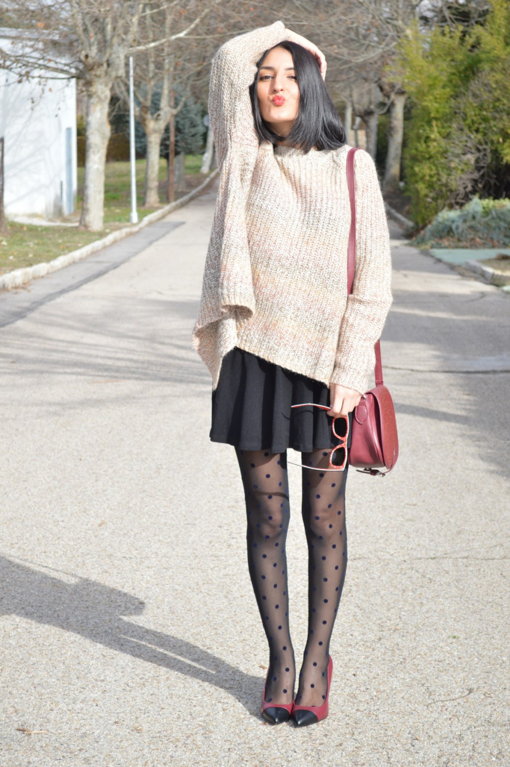 Jersey: Sfera Falda / skirt: Bershka Stilettos: Mango Medias / tights: Calzedonia Bolso / bag: Bershka Gafas de sol / sunglasses: Ray ban