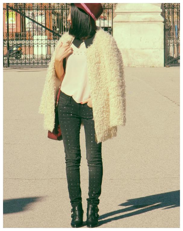 Abrigo / coat: Green coast Camisa / shirt: Zara Jeans: Mango Botines / booties: Lefties Sombrero / hat: Parfois Bolso / bag: Bershka