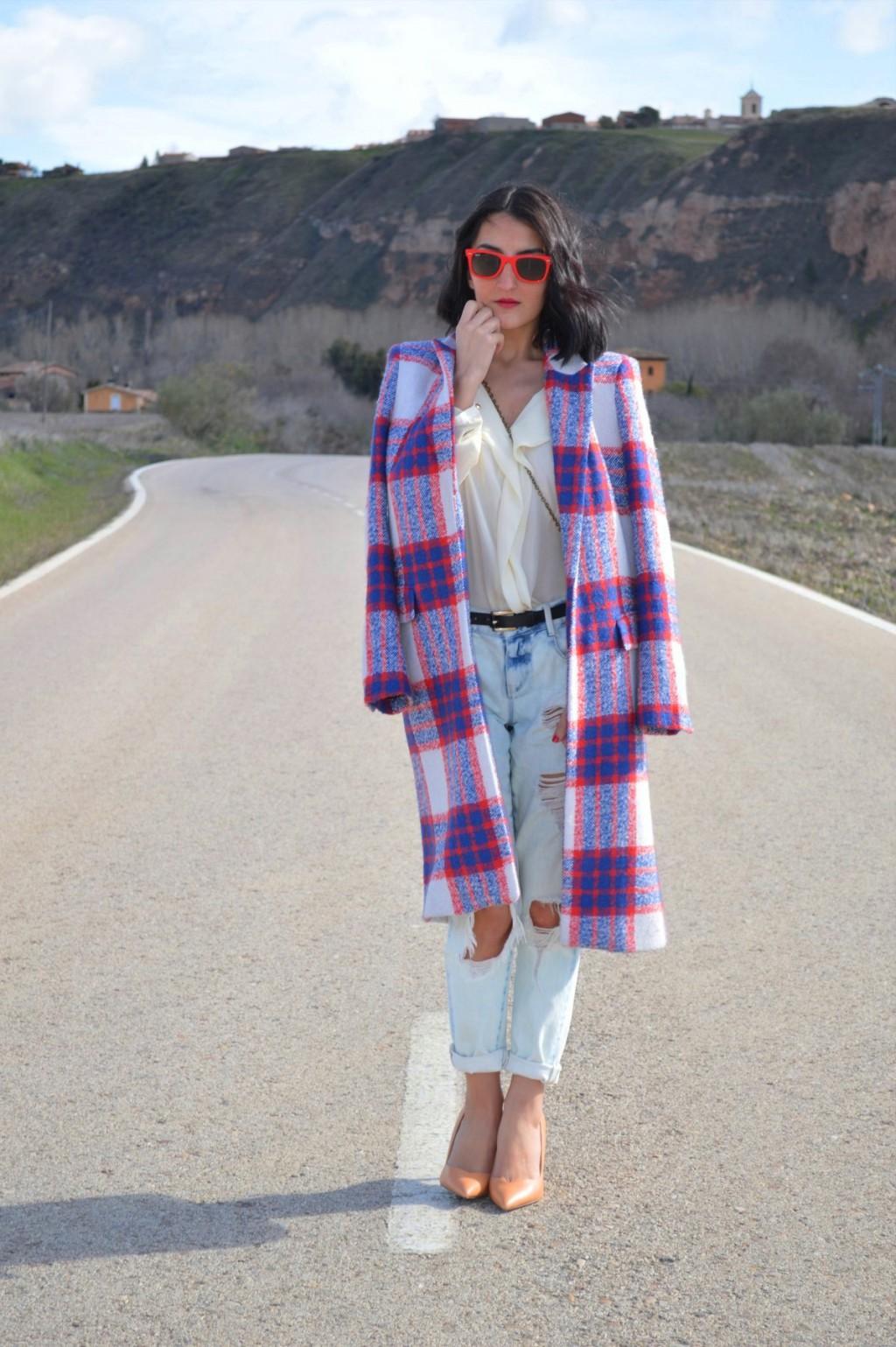 Abrigo / coat: Zara (new) boyfriend jeans / Stilettos: Zara Blusa / blouse: Sfera (old) Bolso / bag: Massimo dutti (old) Gafas de sol / sunglasses: Ray ban wayfarer Cinturón / belt: vintage