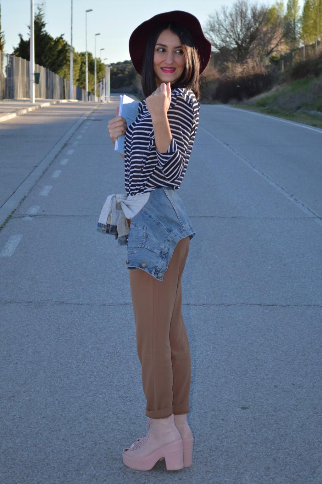 Cazadora vaquera / denim jacket: Tezenis Blusa / blouse: Bershka (New) Pantalones / pants: Mango Botas / boots: Topshop Sombrero / hat: Parfois